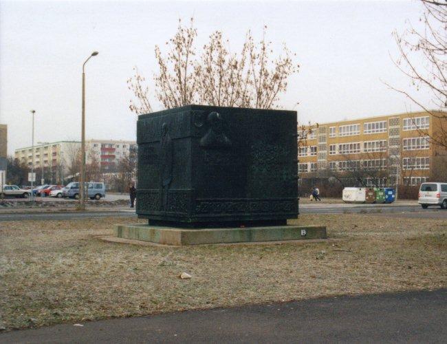 Denkmal in der Neustadt von Halle /  Monument in the Neustadt of Halle